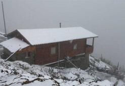 Rizede Huser Yaylasına mevsimin ilk karı yağdı