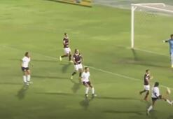 Kadın futbol maçında muazzam gol