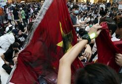 Son dakika... Hong Kongda protestocular AVMyi işgal etti
