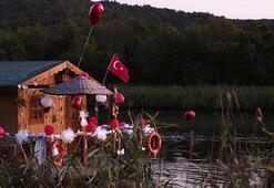 Riva Deresinde yüzen ev