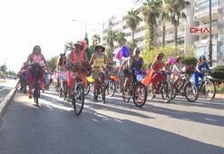 Süslü kadınlar, bisikletleriyle çevreye dikkati çekti