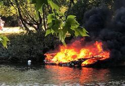 Thames Nehrinde yanan tekne battı: Yolcular nehre atlayarak kurtuldu