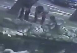 Kaza yem verirken suya düşen çocuğu boğulmaktan arkadaşı kurtardı