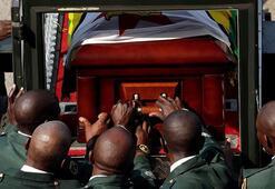 Zimbabvenin eski Devlet Başkanı Mugabenin ölüm nedeni açıklandı