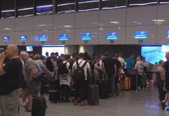 İngiliz turistler ülkelerine dönüyor