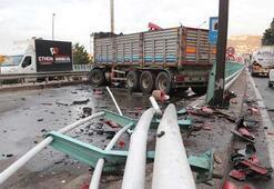 Trafik kilit Makaslayan TIR yolu kapattı...