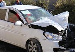 Feci kaza Otomobil ile traktör çarpıştı