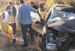 İşçilerin taşındığı midibüsle çarpışan otomobilin sürücüsü yaralandı