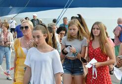 Kuşadası'na üç gemi ile 2 bin 630 turist geldi