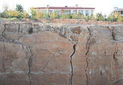 Konyada 6 büyüklüğündeki deprem yıkıma neden olur