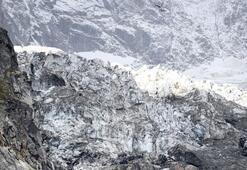 Avrupanın en yüksek tepesindeki buz kütlesi kayıyor