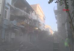 Fatih'te 4 tarihi bina depremde zarar gördü