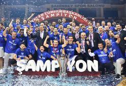 Anadolu Efes dev finalde Fenerbahçe Bekoyu devirdi