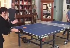 Sezen Aksu masa tenisinde büyük farkla yendi