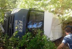 Adanada kamyonet duvara çarptı: 3 ölü, 1 yaralı