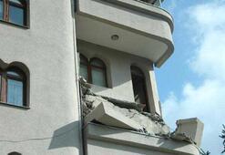 Şişlide balkon çöktü Bina boşaltıldı