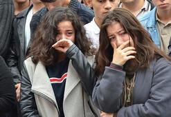 Depremden sonra kalp krizi geçirip ölen öğretmen, okulundan gözyaşlarıyla uğurlandı