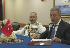Bakan Akar, Pakistan Deniz Kuvvetleri Komutanını kabul etti