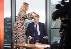 Resmen yalanladılar Boris Johnson gazetecinin baldırını sıkmadı
