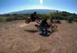 Antrenman yapan motosikletlerin kaza anı kask kamerasında