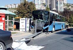 Halk otobüsü durağa daldı