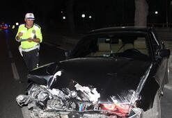 Lüks otomobille kaza yapan sürücü ortadan kayboldu