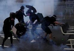 Çinin kuruluş yıldönümünde Hong Kong karıştı