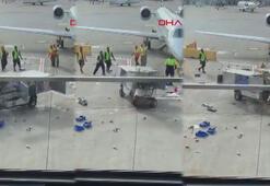 Uçağa çarpmak üzere olan servis aracına böyle durdurdu