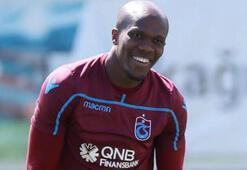 Trabzonsporda kucaklaşma Bir anda ayağa kalkıp...