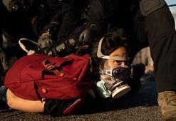 Hong Kongdaki en az 180 kişi gözaltı, polis bir kişiyi göğsünden vurdu