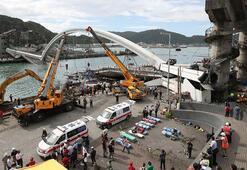 Çöken köprünün enkazında 4 kişinin cesedine ulaşıldı