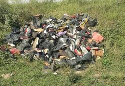 Bafrada boş araziye yüzlerce ayakkabı bırakıldı
