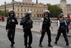 Pariste polislere saldırı