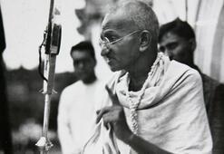 Mahatma Gandinin anıtta saklanan külleri çalındı