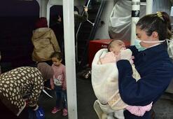 Lastik bot içinde 132 düzensiz göçmen yakalandı