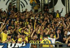 Kadıköy'de taraftar, maç sonu Fenerbahçeyi bekledi