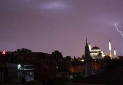 İstanbulda görsel şölen: 2,5 saatte 4100 şimşek ve yıldırım