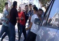 Yer: Sakarya Sokak ortasında evire çevire dövdüler