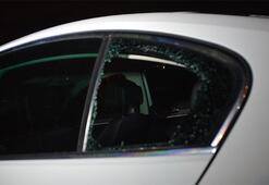 Hareketli dakikalar Kurtarmak için aracın arka camını kırdılar