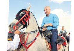 Saruhanlı'da atlı cirit  gösterisi göz doldurdu