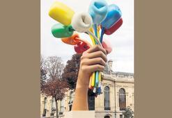 Koons'un tartışmalı heykeli Paris'te