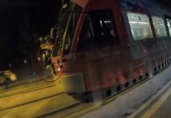 İstanbul'da tramvaya asılan küçük çocuk şoke etti