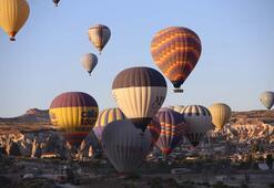 Kapadokyada balonlar 437 bin kişiyi uçurdu