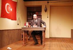 Vatan şairi tiyatro sahnesinde