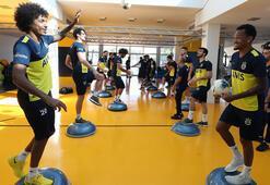Fenerbahçeli oyuncular salonda çalıştı