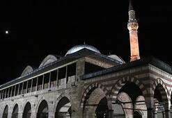 İstanbulda tüm camilerde sela okundu