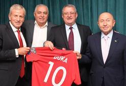Türkiye-Arnavutluk maçı öncesi dostluk yemeği