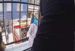 Pencere korkuluklarına başı sıkışan küçük çocuğu itfaiye kurtardı