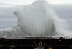 Son dakika... Japonyada deprem tayfunla geldi