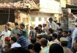 Hindistanda iki katlı bina çöktü